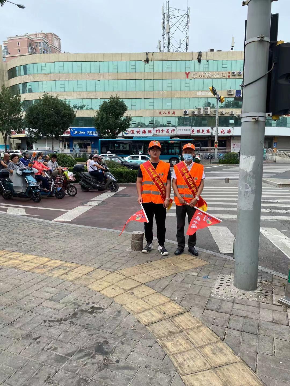 米良集團組織志愿者參與交通路口執勤,助力文明城市建設(圖1)