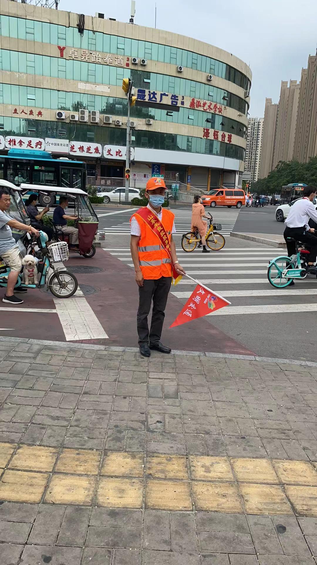 米良集團組織志愿者參與交通路口執勤,助力文明城市建設(圖3)